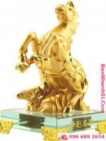 Ngựa vàng phong thủy0